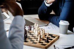 Las clases de ajedrez para jóvenes y adultos son para todos los niveles