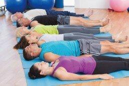 El pilates para mayores y adultos hace que se mantengan en forma