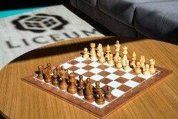 Las clases de ajedrez para jóvenes y adultos están abiertas a personas de edades diferentes