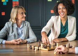 Las clases de ajedrez para personas mayores les ayudan a desarrollar la lógica y otras capacidades cognitivas