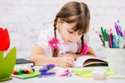 Las clases de escritura creativa para niños les ayudan a concentrarse y ser creativos