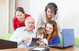 El club de juegos de inteligencia pone a jugar a niños y personas de todas las edades