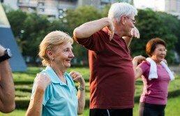 Las sesiones de gimnasia de mantenimiento para mayores entretienen y les ayudan a socializar