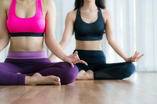 Las clases de meditación y relajación para adultos y jóvenes les aportan múltiples beneficios